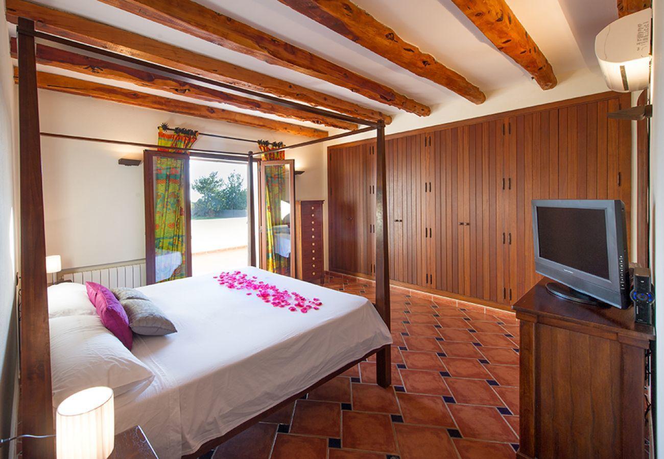 Villa en Santa Eulalia del Río - CASA CARLOTA