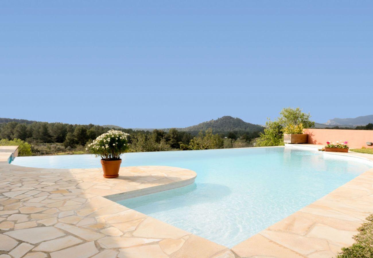 Vistas desde la piscina privada de Villa Verdera en Ibiza