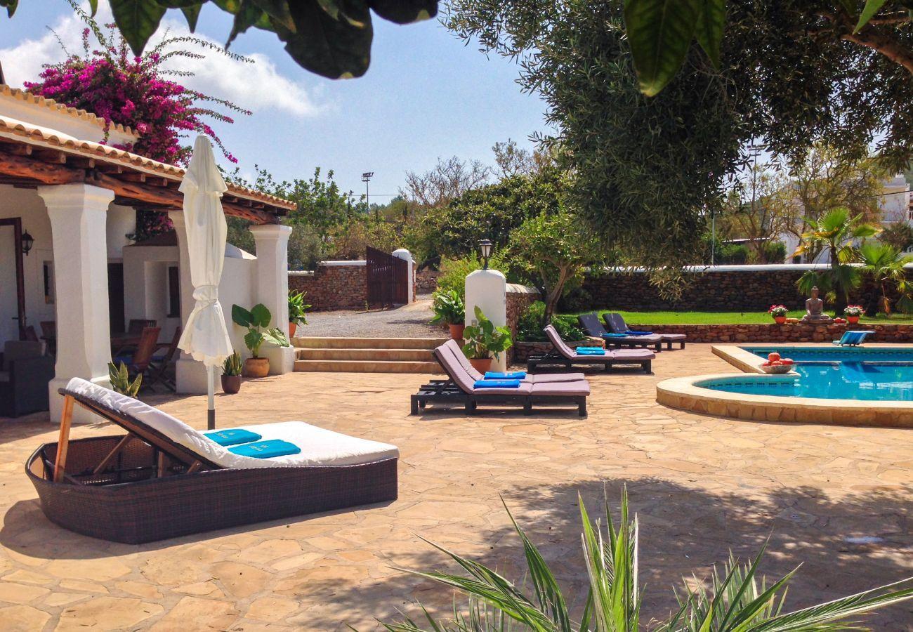 Piscina privada y terraza Las Dalias en Ibiza