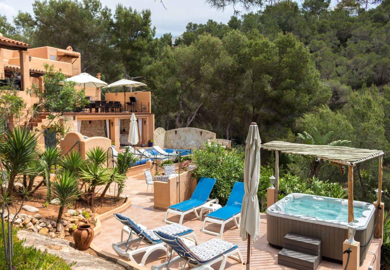 Jacuzzi en la Casa Capricho de Ibiza