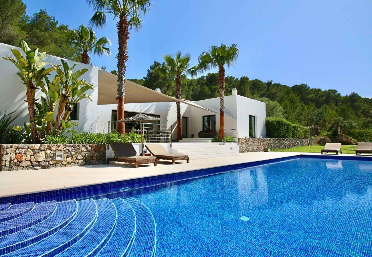 Casa Can Moon en Ibiza y su piscina privada