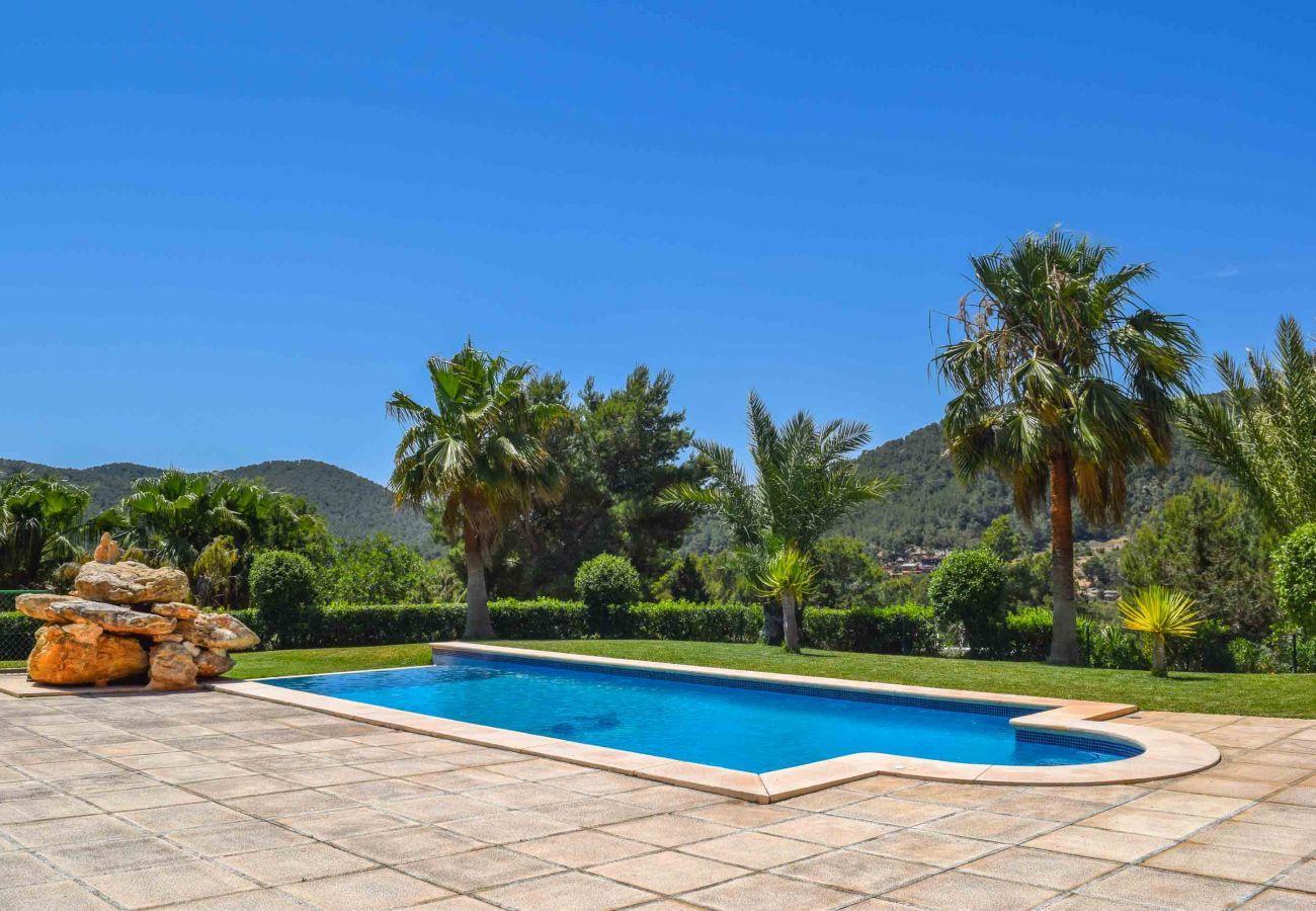 Piscina y vistas de Villa Coqueta