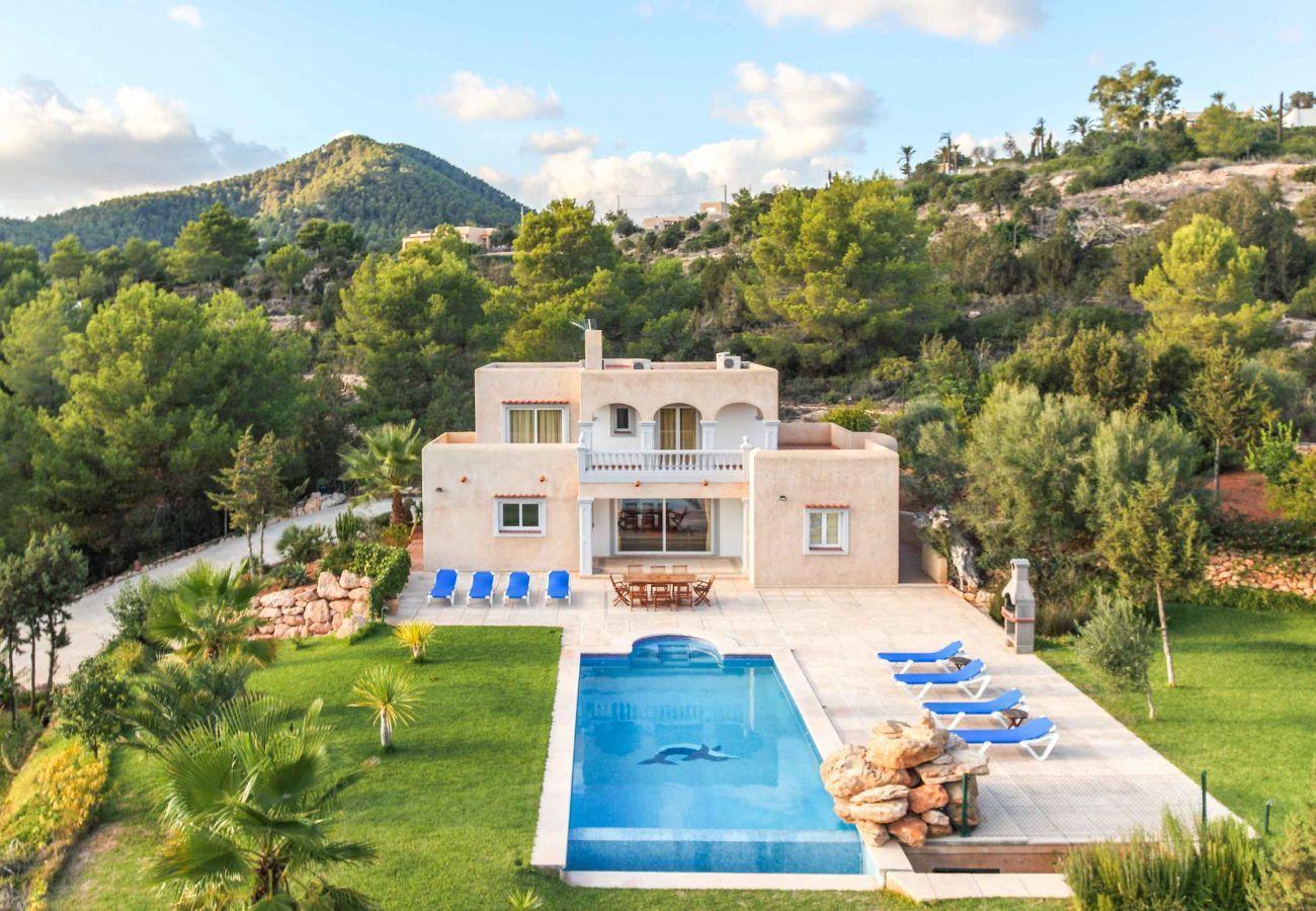 Vistas de Villa Coqueta con su entorno de Ibiza